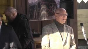"""Prof. Hermann Goltz spricht bei der Vernissage """"Luise, Zar und Teufel"""""""