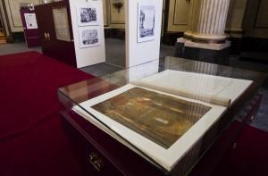 Russische Botschaft zeigt Kroenungskodex von Alexander II.