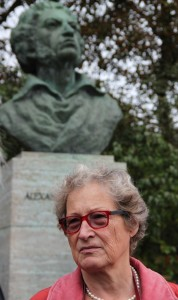 Stadtrundgang Vorsitzende Frau v. Rintelen bei Puschkin-Denkmal  Weimar